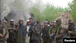 د پاکستان د بهرنیو چارو وزیر وايي د طالبانو او افغان حکومت ترمنځ خبرې به د دوو سیاسي اړخونو ترمنځ خبرې وي