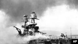 រូបភាពផ្តល់ឱ្យដោយនាវឹកអាមេរិកពីការឆេះនាវា USS Nevada ដោយការវាយប្រហារតាម អាកាសរបស់ជប៉ុននៅកំពង់ផែ Pearl Harbour នៅថ្ងៃទី០៧ ខែធ្នូ ឆ្នាំ១៩៤១។