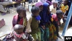 Trẻ em Somalia từ các vùng bị hạn hán trầm trọng đến các trại tị nạn