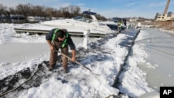 Los meteorólogos pronostican hasta 18 pulgadas de nieve en las montañas y posibles inundaciones en la costa.