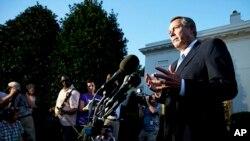 國會眾議院議長貝納在星期三晚結束白宮會談後會見記者