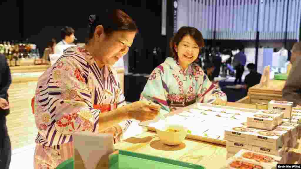 حاشیه های اجلاس سران گروه ۲۰ در ژاپن  محل غذاخوری در نزدیکی محل استقرار خبرنگارها در جریان اجلاس سران گروه ۲۰