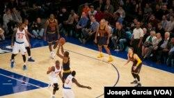 Un match de la NBA entre les Knicks et les Cavaliers.
