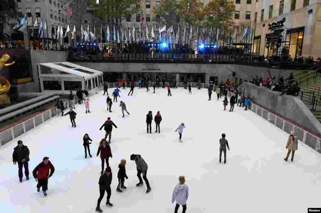 اسکیت روی یخ در راکفلر سنتر در نیویورک