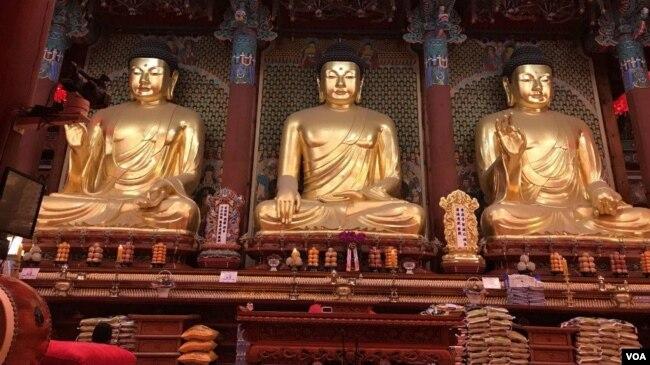 Chùa Jogyesa ở Seoul - số người theo đạo Phật nay đã ít hơn số người theo đạo Thiên Chúa ở Hàn Quốc. (Hình: Hùng Nguyễn)
