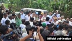 ႏို္င္ငံျခားသံကိုယ္စားလွယ္အဖဲြ႕ ရခိုင္ေက်းရြာေတြသြားေရာက္ေလ့လာ (MOI Webportal Myanmar)