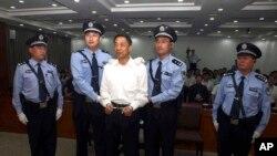 지난 달 22일 중국 산둥성 중급인민법원이 보시라이 전 충칭시 당 서기에게 뇌물수수와 공금횡령, 직권남용 혐의로 무기징역을 선고했다.