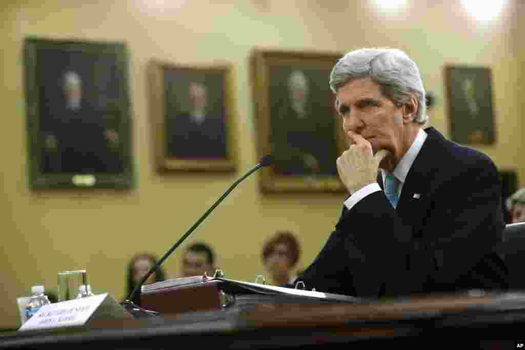 U.S. Secretary of State John Kerry pauses while testifying on Capitol Hill. Kerry says that he will travel to London to meet Russian Foreign Minister Sergei Lavrov on Friday to discuss Ukraine, Washington, DC, March 12, 2014.