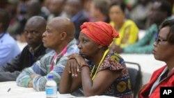 Les membres du Comité central de la ZANU PF assistent à une réunion au siège du parti à Harare, le 19 novembre 2017.