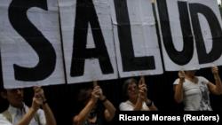 Venezuela sufre cerca de 85 por ciento de escasez de medicamentos, presenta un déficit en infraestructura hospitalaria y se encuentra en su mayoréxodo de profesionales médicos en el curso de su historia.