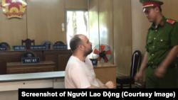 Tyron Lee Coetzee bị kết án tử hình tại một tòa án ở TP HCM sau khi bị bắt với 1,46kg ma túy tại sân bay Tân Sơn Nhất. (Hình chụp màn hình Người Lao Động)