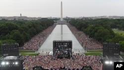 El presidente Donald Trump habló ante una multitud desde el monumento a Lincoln, en Washington, DC.