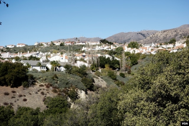 This Porter Ranch neighborhood sits just below the gas storage facility. (M. O'Sullivan/VOA)