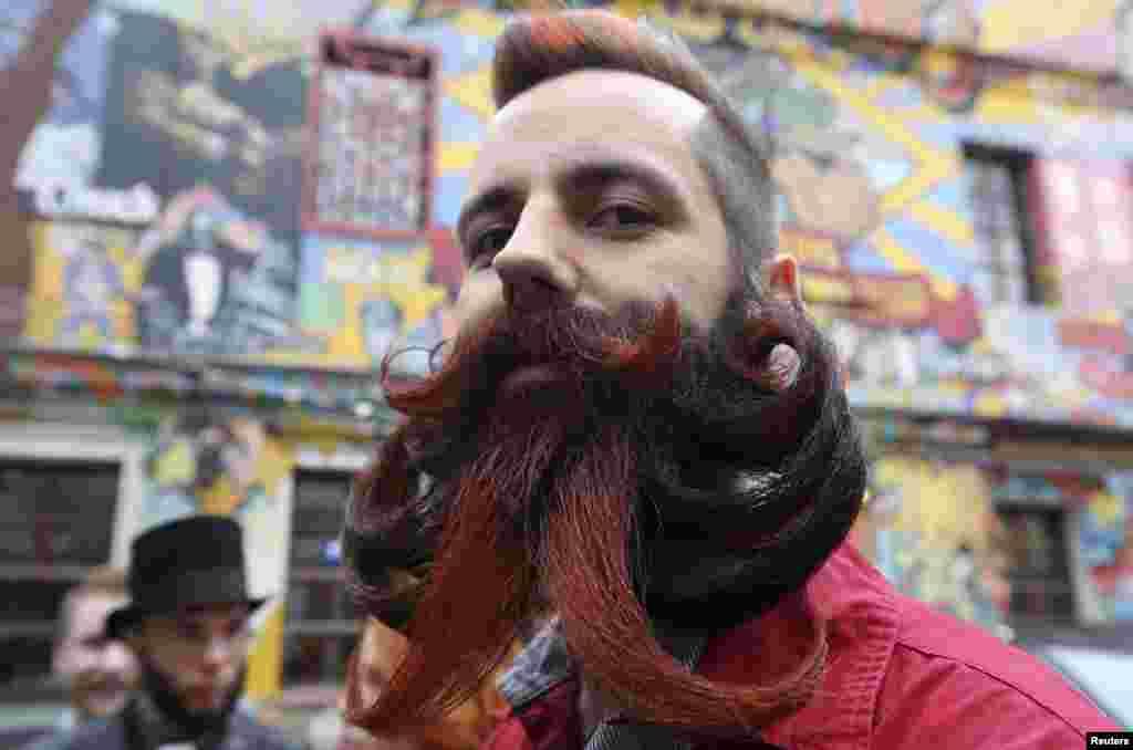 یکی از شرکت کنندگان رقابت ریش و بروت انبوه که در شهر مسکو برگزار شده بود