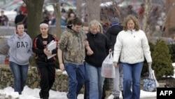 Около школы после стрельбы в штате Огайо