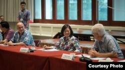 当地时间2017年10月28日,台湾总统蔡英文在夏威夷和美国学者进行座谈。(台湾总统府提供)