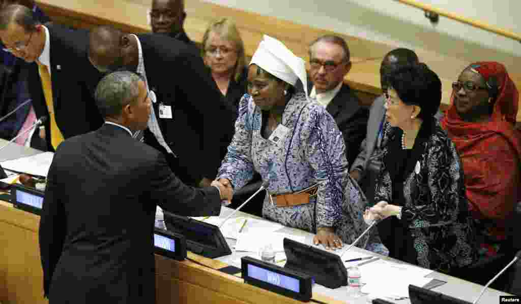 U.S. President Barack Obama shakes hands with Chairperson of the African Union Commission Dr. Nkosazana Dlamini Zuma after speaking at the United Nations meeting on the Ebola outbreak, in New York, Sept. 25, 2014.