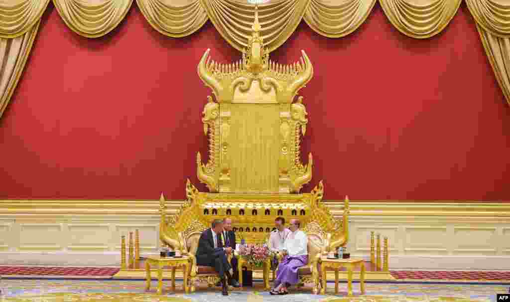 US President Barack Obama takes part in a bilateral meeting with Myanmar's President Thein Sein at the Presidential Palace in Naypyidaw, Myanmar.
