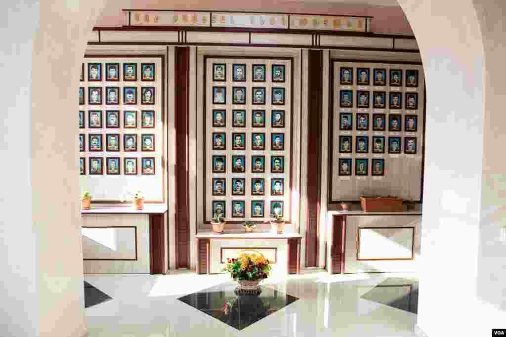 Мемориал в память о погибших в 1992-1994 годах выпускниках и учащихся школы имени Грибоедова номер 3 в Степанакерте.