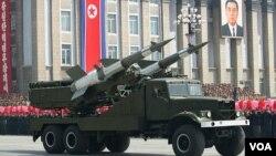 북한이 지난 4월 태양절 열병식에서 공개한 미사일. (자료 사진)