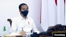Presiden Jokowi dalam Rapat Terbatas di Istana Merdeka, Jakarta, Senin (28/9) minta jajarannya persiapkan rencana detil vaksinasi COVID-19 dalam waktu dua minggu. (Setpres RI)