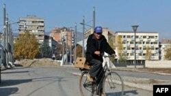 Policija u Mitrovici pretražila je šest zgrada u potrazi za osumnjičenima, ali niko još nije uhapšen.