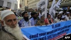 Pakistan'ın Karaçi kentinde Cuma namazından sonra düzenlenen Amerikan aleyhtarı gösteriler