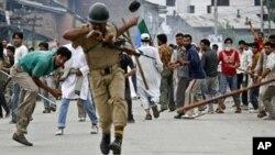 بھارت کے زیر انتظام کشمیر میں جاری کشیدگی