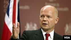 """Menlu Inggris William Hague: penambahan sanksi terkait catatan HAM Iran yang """"mengerikan""""."""