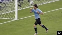 L'Uruguayen Edinson Cavani célèbre son premier but lors du match de la Coupe du Monde Groupe D entre l'Uruguay et le Costa Rica à l'Arena Castelao, à Fortaleza, Brésil, 14 juin 2014.