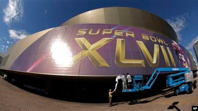 tadion Superdome, New Orleans, Louisiana, hari Minggu (2/3) akan menjadi tempat berlangsungnya Super Bowl antara Baltimore Ravens lawan San Francisco 49ers (foto, 2/2/2013).