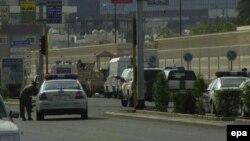 Polisi Saudi mengamankan lokasi pasca serangan militan di Jeddah (foto: ilustrasi).