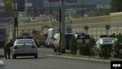 محل انفجار روز دوشنبه در نزدیکی قنسولگری ایالات متحده در شهر جدۀ عربستان سعودی