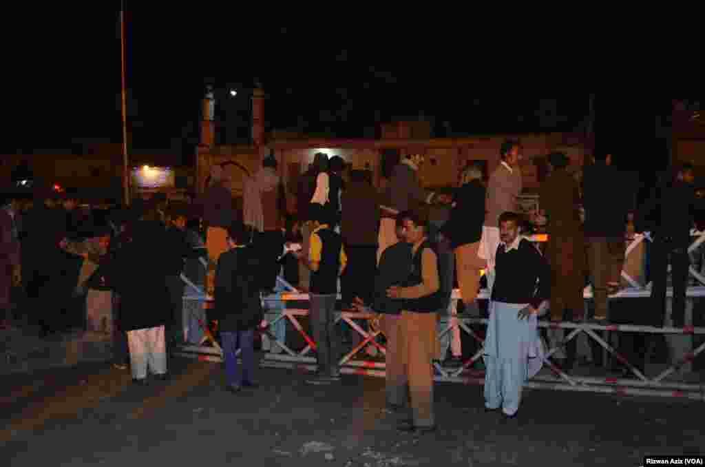 """یہ بم دھماکا راولپنڈی اور اسلام آباد کے سنگم پر واقع کری روڈ پر ایک امام بارگاہ """"قصر سکینہ"""" میں ہوا۔"""