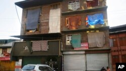 کشمیر میں عائد پابندیوں کی وجہ سے مقامی تاجر بھی مشکلات کا شکار ہیں۔ (فائل فوٹو)