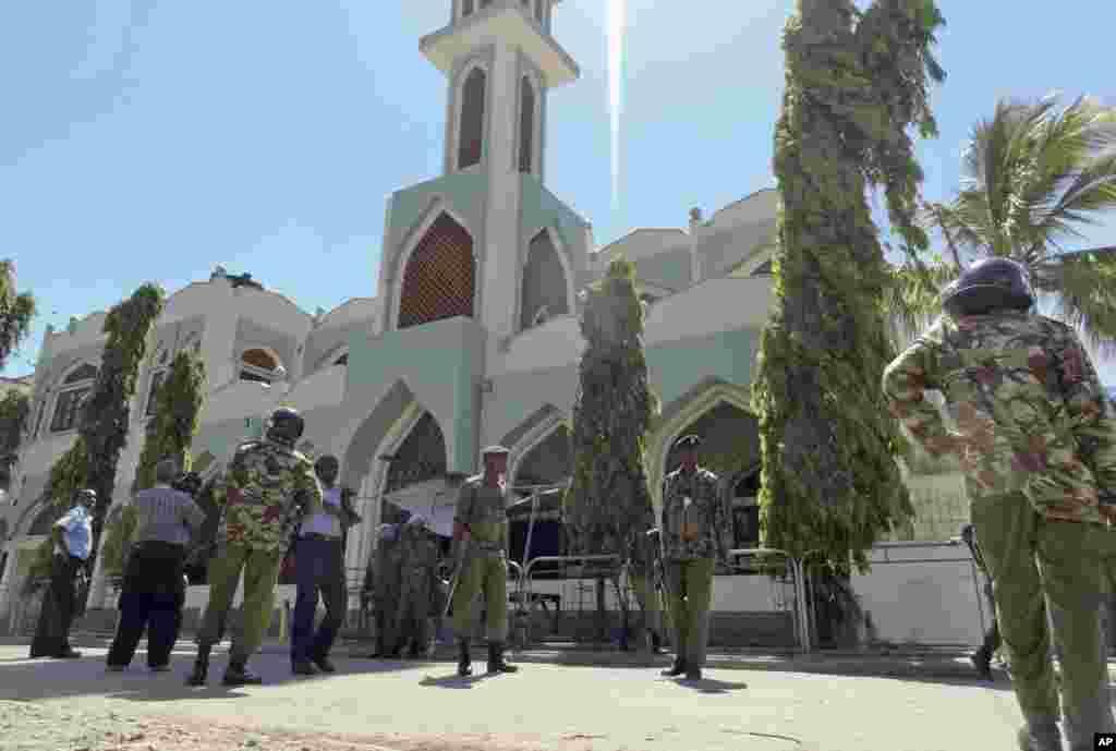 Kenya polisi washika zamu mbele ya Msiti Musa Mombasa