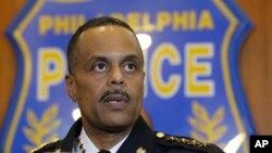 ARSIP - Komisaris Polisi Philadelphia Richard Ross berbicara kepada wartawan dalam sebuah konferensi pers (8/1). Philadelphia, Pennsylvania. (foto: AP Photo/Matt Rourke).