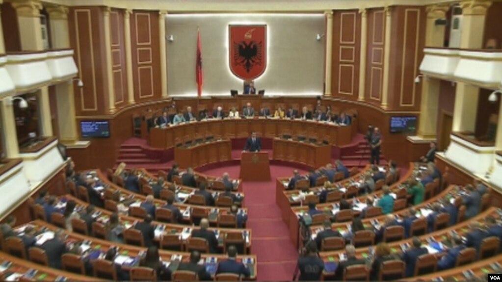 Ligji i mbetjeve, debate mes PS dhe opozitës