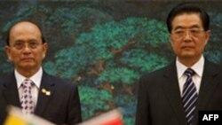 Çin Devlet Başkanı Hu Jintao (sağda)