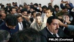 مسلم لیگ (ن) کی رہنما مریم نواز کو لاہور کی احتساب عدالت میں پیش کیا جارہا ہے۔