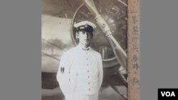 Masakazu Sakakibara (1926-2009). Donanma aviasiyasında pilotluq üzrə təlim almış Masakazu san müharibə qurtardıqdan sonra doğma Hokkaydoya qayıdır. Burada o, evlənir, dörd övlad böyüdür və şimali Sakit Okean sahilində uğurlu südçülük biznesi qurur.