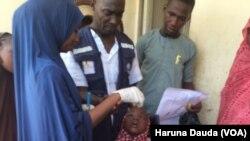 Ma'aikatan kiwon lafiya a Borno suna ba mutane maganin rigakafin cutar kwalara