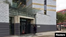 30'lu yaşlardaki erkek, kendini yaktıktan sonra alevler içinde BM binasına girmeye çalıştı