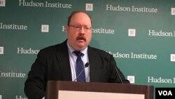 華盛頓國際戰略與評估中心資深研究員費舍爾點評台灣選舉 (美國之音鍾辰芳拍攝)