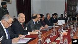 Le President Fouad Mebazaa (deuxieme a droite) lors du premier Conseil de Ministres de l'apres Ben Ali, 20 Jan 2011.