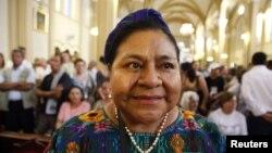 Rigoberta Menchu, peraih Hadiah Nobel untuk Perdamaian asal Guatemala, dalam sebuah kunjungan ke Kolombia. (Foto: Dok)