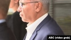 تصویری که تلویزیون ای بی سی استرالیا از خسرو سجادی برای حضور در دادگاه منتشر کرد.