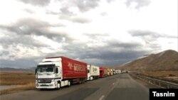آقای عطرچیان اضافه کرد که تاکنون شش دستگاه کامیون ترک هم در این منطقه توسط افراد مسلح به آتش کشیده شده است.