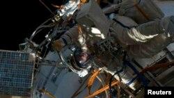 19일 촬영한 국제우주정거장(ISS)의 외부. 미국 항공우주국(NASA) 방송에서 제공.