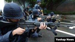 20일 서울 시내에서 진행된 을지연습 중 대테러 종합훈련에 참가한 경찰관계자들.